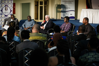Bundespräsident Frank-Walter Steinmeier beim Gespräch mit dem Merian International Center for Advanced Studies im Auditorium der Universität Ghana anlässlich seines Staatsbesuchs in der Republik Ghana