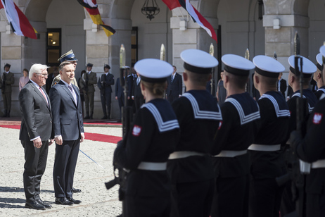 Federal President Frank-Walter Steinmeier is greeted with military honours by Polish President, Andrzej Duda, in Warsaw during his visit to the Republic of Poland
