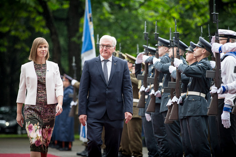 Federal President Frank-Walter Steinmeier is welcomed with military honours by Kersti Kaljulaid, President of the Republic of Estonia, in Tallinn on the occasion of his  visit to Estonia