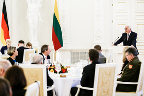 Federal President Frank-Walter Steinmeier holds a speech at the dinner hosted by the President of the Republic of Lithuania, Dalia Grybauskaitė, in Vilnius at the Presidential Palace on the occasion of his visit to Lithuania