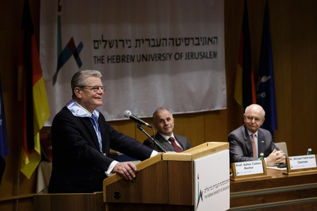 Federal President Joachim Gauck on receiving an honorary doctorate from the Hebrew University of Jerusalem during his visit to Israel