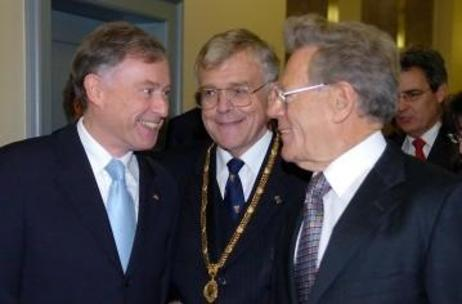 Federal President Horst Köhler with Eberhard Schlaich, rector of the University of Tübingen, and Hans Küng, president of the Global Ethic foundation.