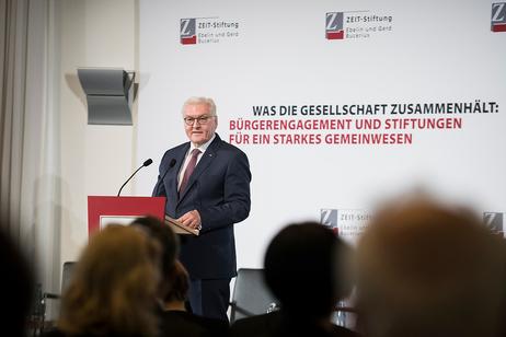 Bundespräsident Frank-Walter Steinmeier hält eine Rede bei der Veranstaltung 'Was die Gesellschaft zusammenhält: Bürgerengagement und Stiftungen für ein starkes Gemeinwesen' der ZEIT-Stiftung anlässlich des Antrittsbesuchs in Hamburg